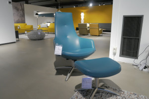 Conform Joy hoog draaifauteuil en hocker opruiming