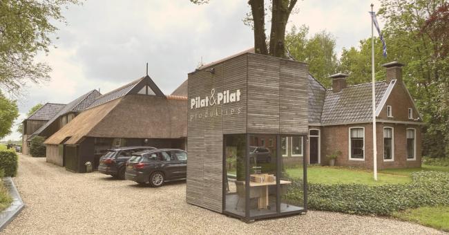 Hoe liefde voor massief hout sfeervolle designmeubelen oplevert bij Pilat&Pilat